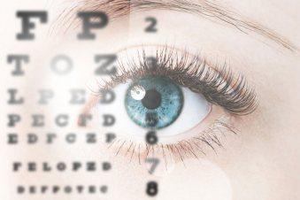 Augenprüfung durch Optometristen bei Nosch