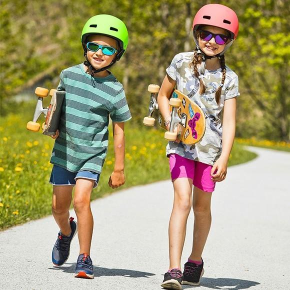 Kinder-Sonnenbrillen um die Kleinsten vor der Sonne zu schützen.