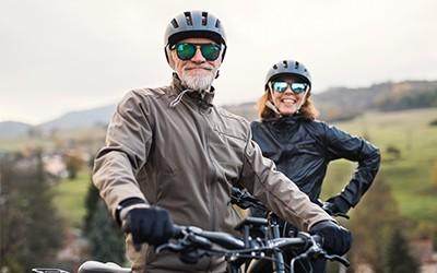Fahrradbrillen vom Optiker Nosch mit integrierter Sehstärke für eine sichere Fahrradtour durch Freiburg.