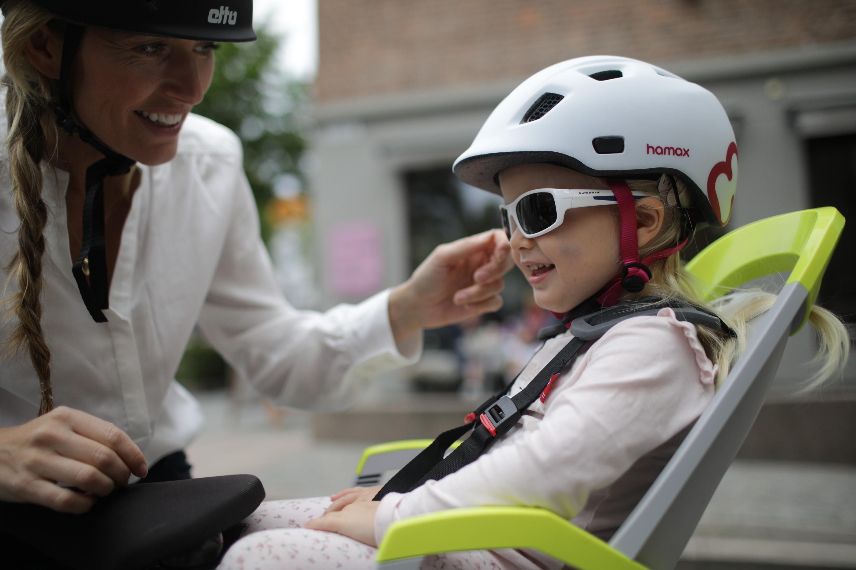 Empfindliche Kinderaugen vor UV-Strahlen schützen.