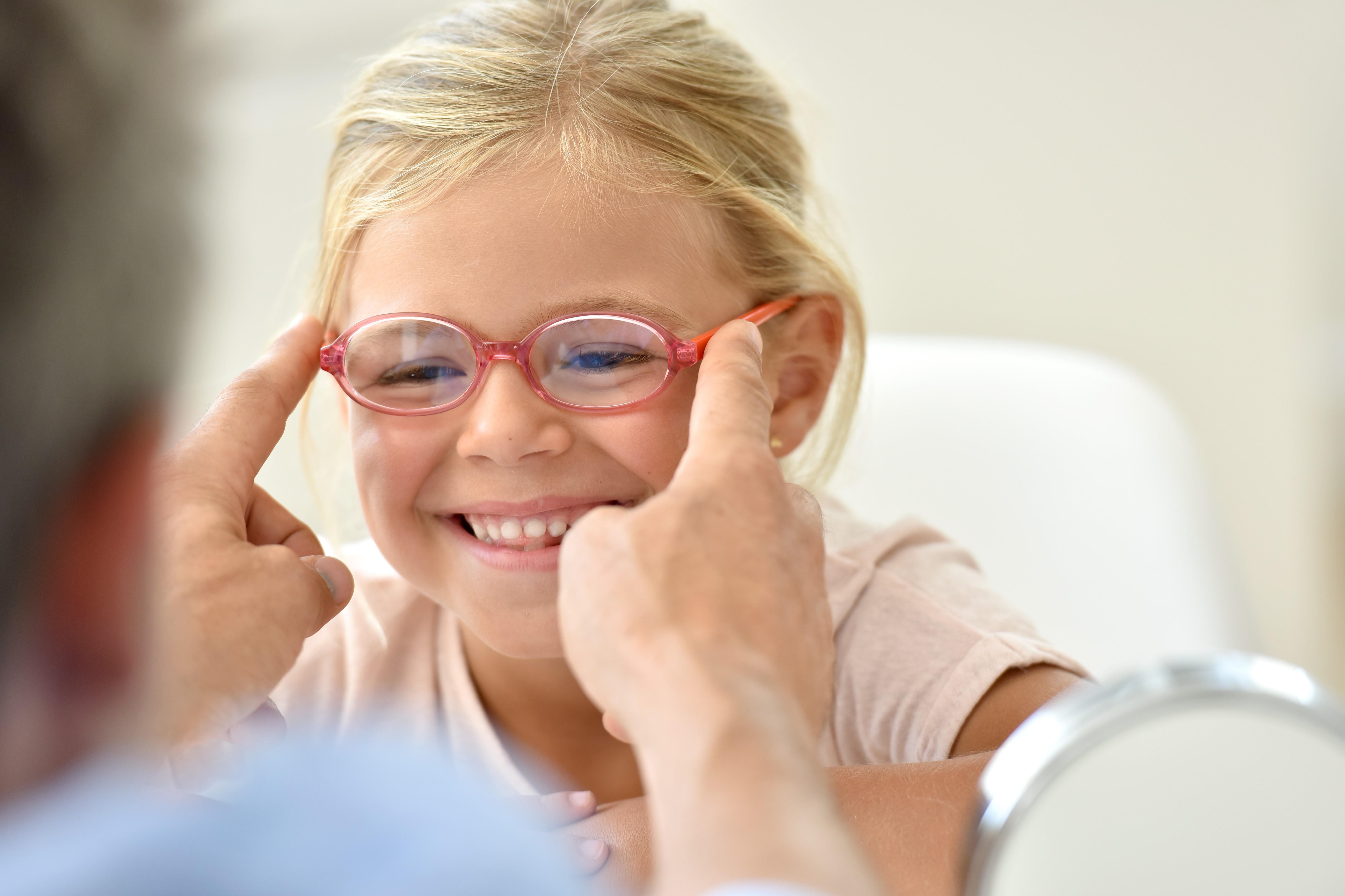 Fachmännisch angepasste Kinderbrillen von Nosch in Freiburg